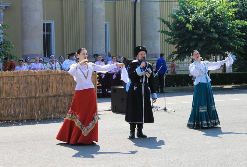 «Люба, братья казаки!» … и сестры казачки! — фестиваль казачьей песни прошел в Ставрополе.