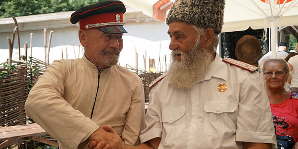 Фестиваль «Братья-казаки» собрал десятки коллективов