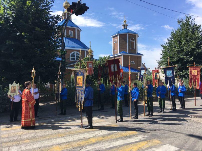 В Георгиевске прошел крестный ход в память расстрела царской семьи