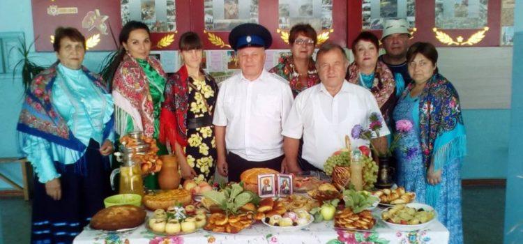 27 блюд из яблок приготовили грушевские казачки