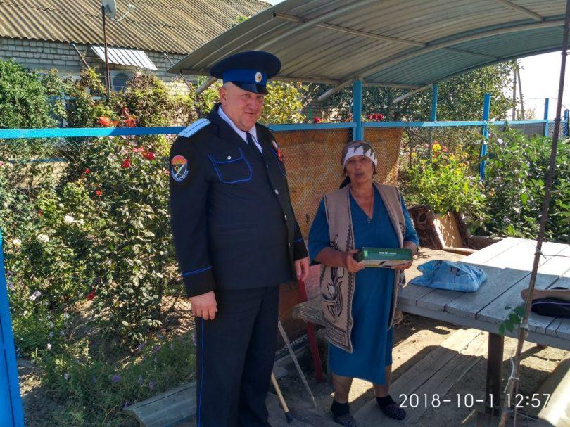 Казаки Левокумского района поздравили пожилых людей с праздником