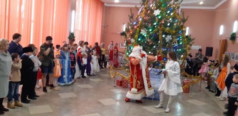 Казачий Дед Мороз поздравил детей в Ессентуках