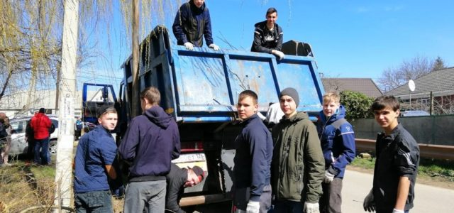 Активисты казачьих и национально-культурных объединений поддержали краевой субботник