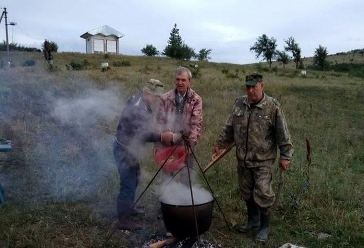Казаки-рыбаки устроили праздничную ловлю