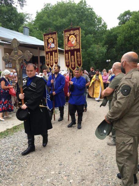 Именины Новопавловска отметили крестным ходом и награждением казаков