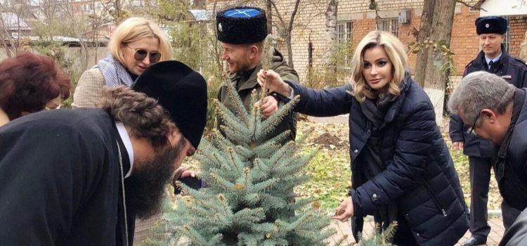 Павловские казаки присоединились к высадке деревьев в честь Великой Победы