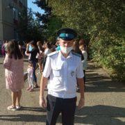 Казаки Ставропольского окружного казачьего общества приняли участие в охране правопорядка во время школьных линеек