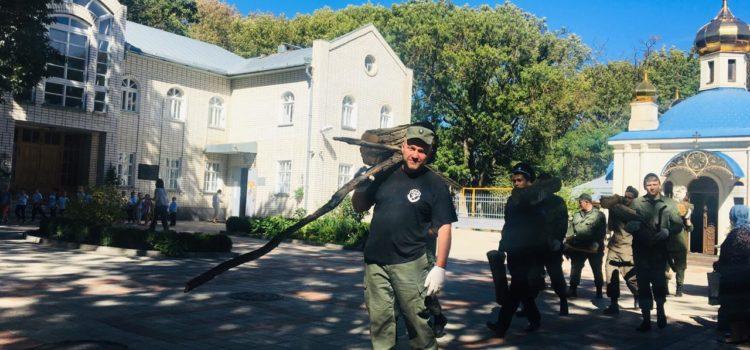 Казаки Ставрополя присоединились к экологическому субботнику на Успенском кладбище