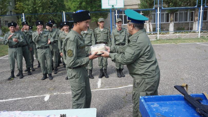 Спортивной эстафетой, тортом и ящиком лимонада отметили праздник Терского войска в Железноводском художественно-строительном техникуме