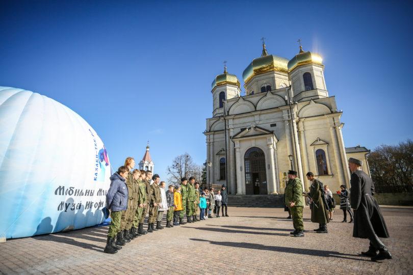 Шатер с мультимедийным музеем развернули на территории кафедрального собора