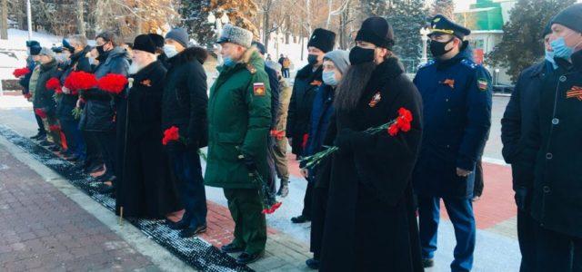 Почтили память павших героев и возложили цветы к Вечному огню