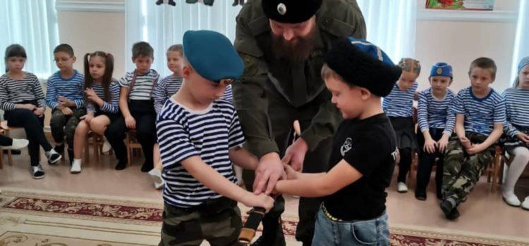Казаки Михайловска провели урок мужества в детском саду в преддверии дня Защитника Отечества