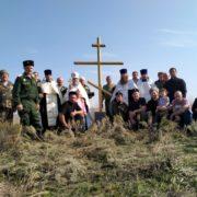 Памятный крест над курганом