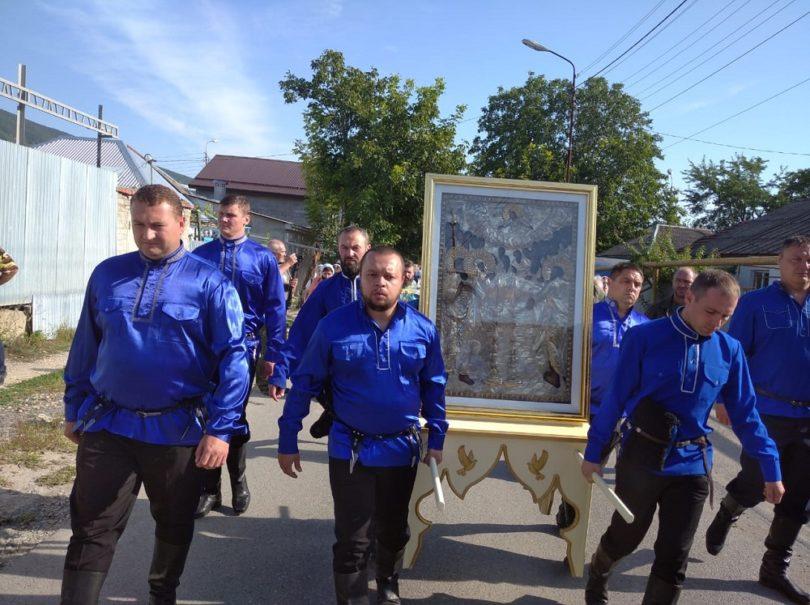 Горячеводские казаки присоединились к Успенскому крестному ходу