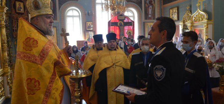 Атаман Терского войска Виталий Кузнецов поздравил войскового священника Павла Самойленко с 35-летием служения