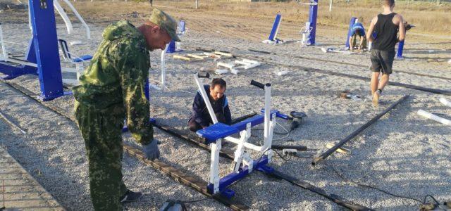 В станице Стодеревской Курского района казаки установили уличные тренажеры