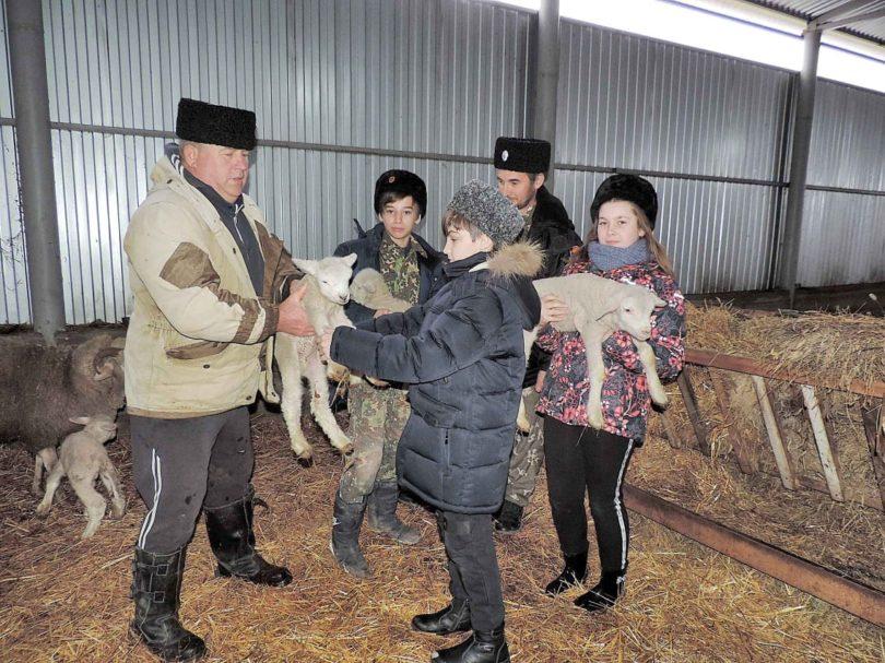 Казачат Новоселицкого станичного казачьего общества продолжают знакомить с традиционным хозяйством