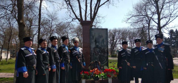 Памятник казакам-основателям от благодарных потомков открыли в Новопавловске