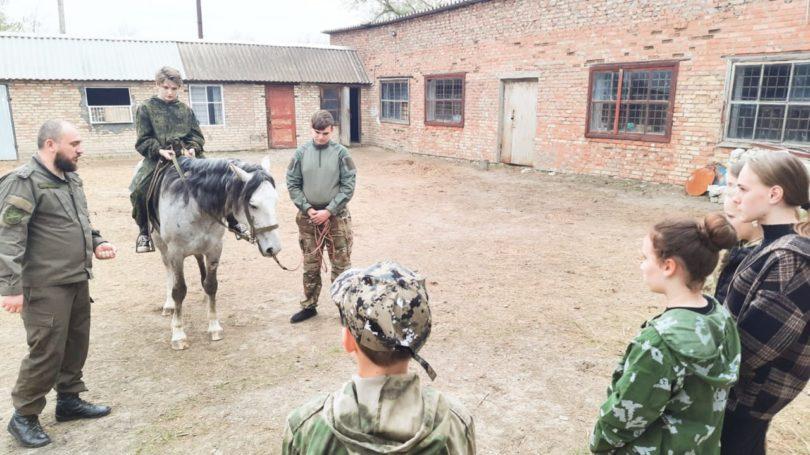 Нефтекумские казаки возобновляют конные занятия с молодёжью