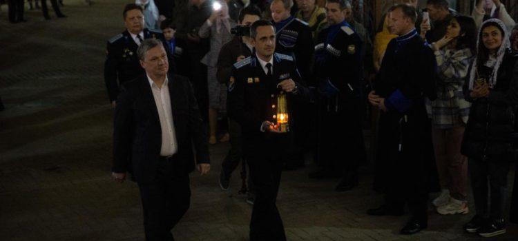 Впервые атаман Терского войска перевез частицу Благодатного Огня из аэропорта Ставрополя на Кавминводы