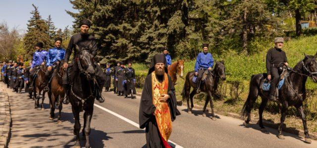 Пасхальный крестный ход прошел в Пятигорске