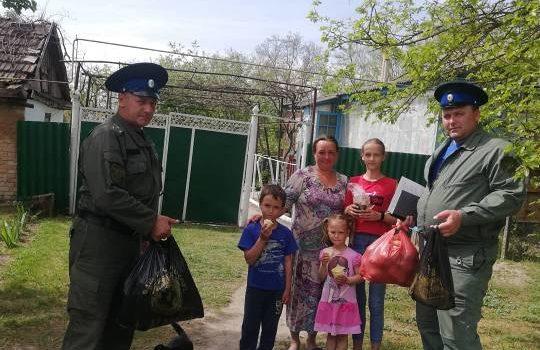 Казаки оказали гуманитарную помощь нуждающимся жителям станицы Стодеревской